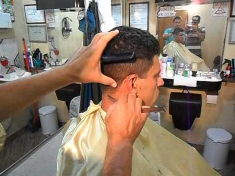 Ronaldo ensina corte de cabelo estilo militar passo a passo .