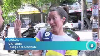 Video: auto chocó con una moto y se incrustó en un comercio en pleno centro