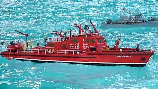 AWESOME RC MODEL SCALE SHIPS, RC BOATS IN DETAIL AND ACTION ON THE POOL!!