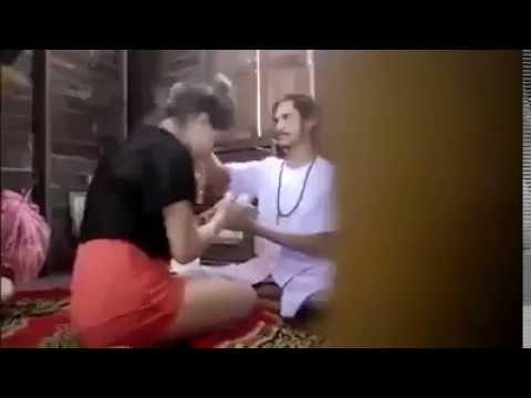 Dasar Dukun Cabul! Mencari kesempatan dalam kesempitan