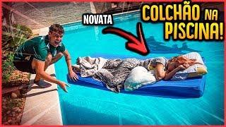 COLOQUEI COLCHÃO DA NOVATA NA PISCINA E ELA ACORDOU!! - TROLLANDO NOVATA [ REZENDE EVIL ]