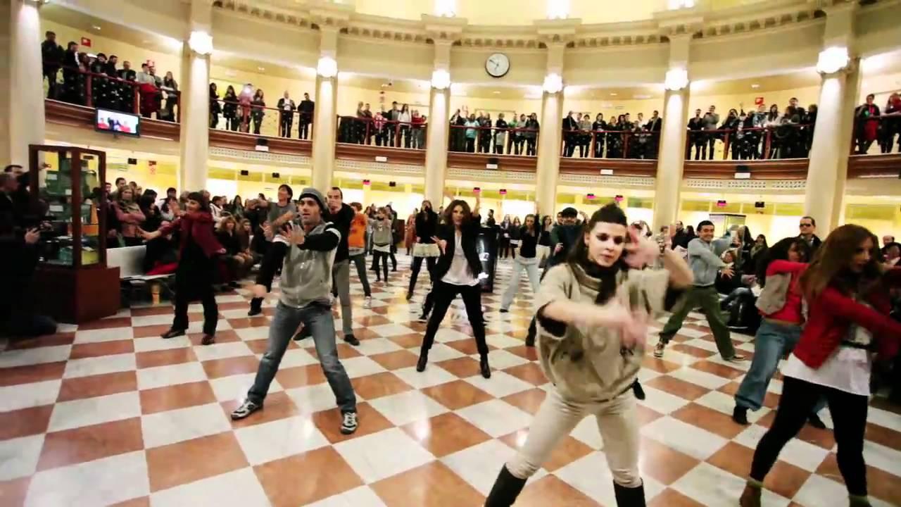 Flashmob de energy sistem en la oficina de correos de for Oficina de correos valencia