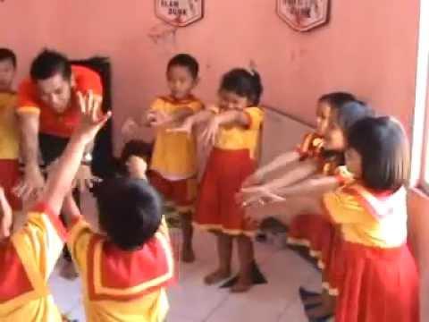 Pembelajaran PAUD di Sentra Musik & Olah Tubuh