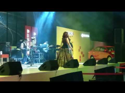 Shreya Ghoshal Live Singing Bahaara Song (I Hate Love Story)