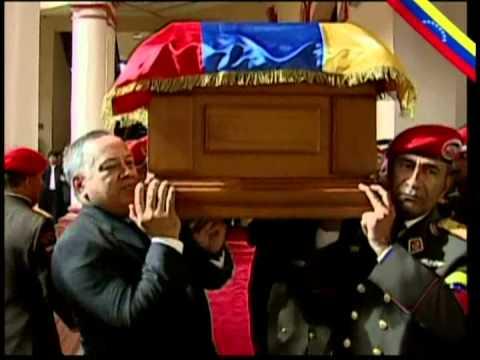 Sepelio del Comandante Chávez parte 9: Colocan féretro mientras canta Cristóbal Jiménez