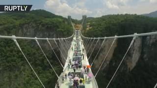 世界一高くて世界一長い中国張家界のガラス橋のスケールに驚愕!