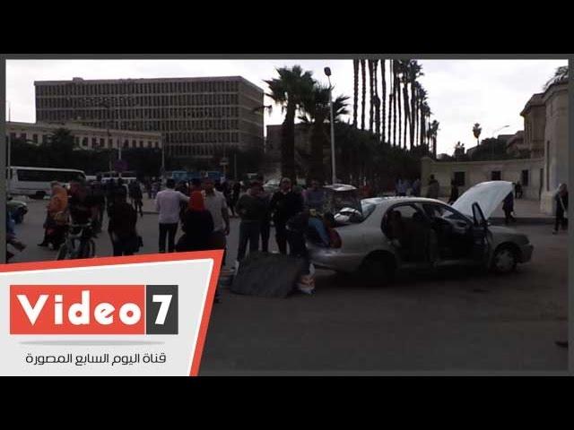 بالفيديو..فالكون تفتش السيارات قبل دخولها جامعة القاهرة