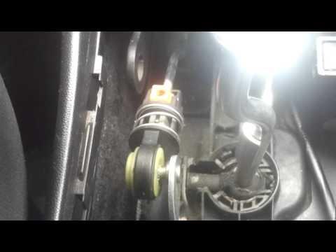 Люфт рычага МКПП Mazda 3 спорт 2004 год