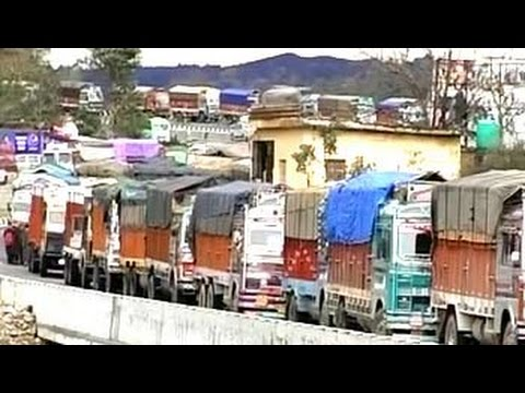 Over 2,000 vehicles stranded on Jammu-Srinagar National Highway