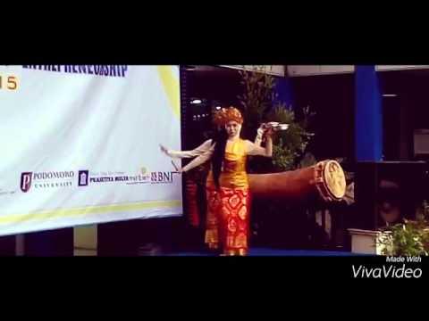 Trasional dance pendet