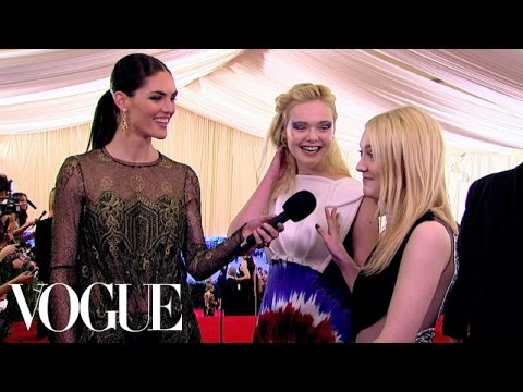 Elle and Dakota Fanning Are Excited to Experiment with Fashion - Vogue - Met Gala