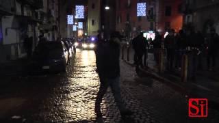 video www.pupia.tv - Napoli - Mentre la città celebrava i funerali di Pino Daniele, un agguato mortale si consumava in via Sanità dove un giovane di 22 anni...