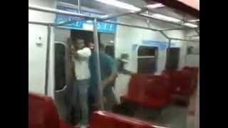 Video de como la gente se sube al metro de Venezuela