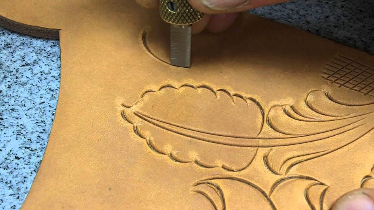 Carving leather by hand with barry king swivel knife youtube