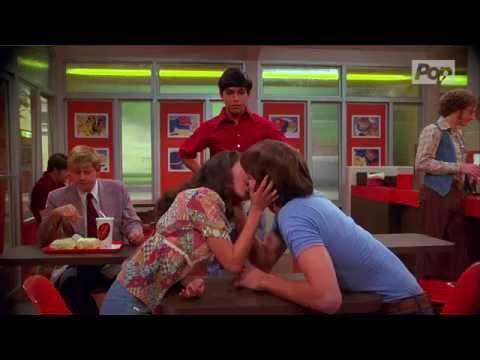 Mila Kunis & Ashton Kutcher Kissed 19x on That '70s Show