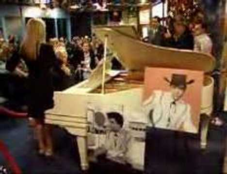 did elvis presley play the piano