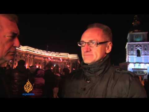 Thousands defy protest ban in Ukraine