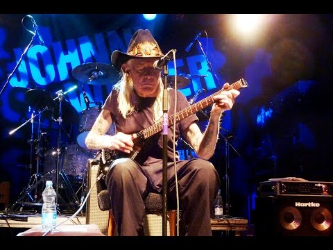 Johnny Winter live im Hirsch in Nürnberg - JOHNNY B: GOODE 18.11.2011 Line-Up: Johnny Winter (guitar/vocals) Vito Liuzzi (drums) Paul Nelson (guitar) Scott S...