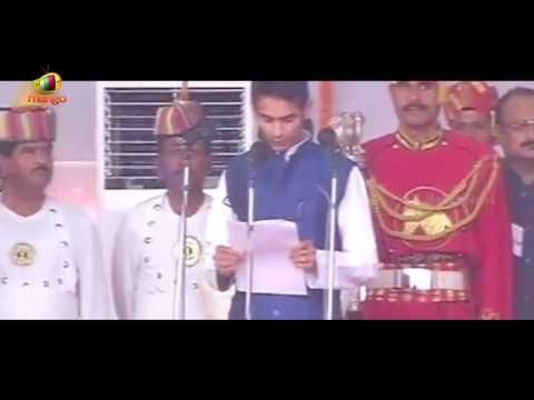 Lalu Prasad Son Tej Pratap Yadav Takes Oath As Minister In Nitish Kumar Govt | Mango News