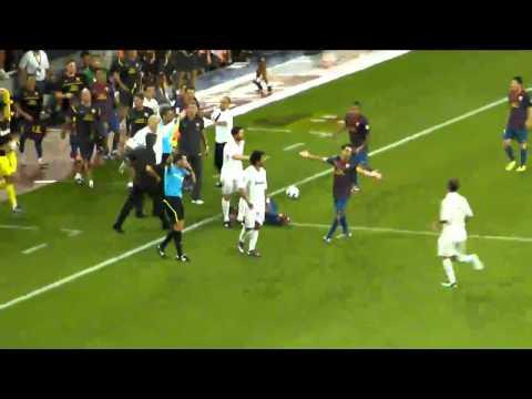 Pisotón de Mourinho a Cesc Fabregas