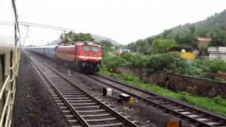 300 : Train Race in Rain - Pallavan Express