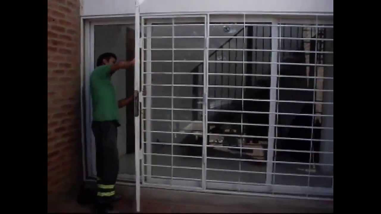 Herreria en cordoba youtube for Puertas corredizas de herreria