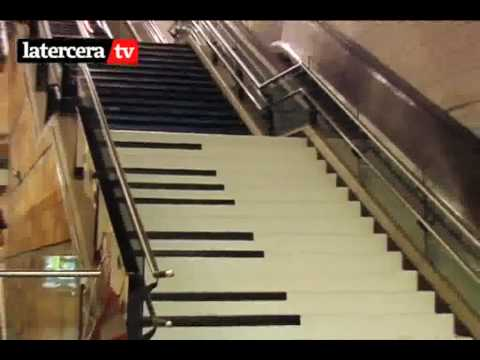 Escalera musical piano bonella metro quinta normal youtube for Escaleras 4 metros