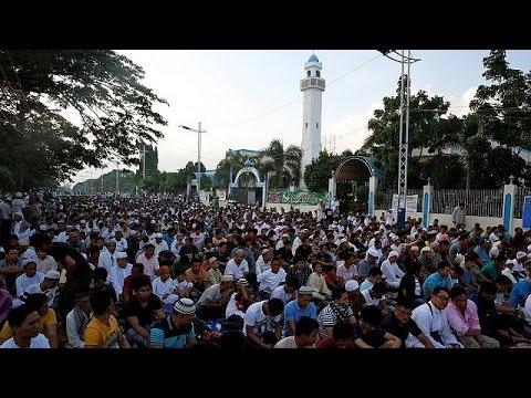 Muslims across the globe celebrate the end of Ramadan