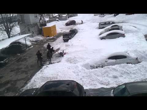 Уборка снега в Киеве после снегопада в марте 2013года (Snow removal in Kiev)