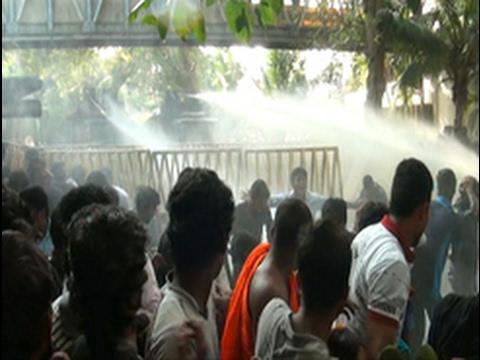 uni students clash w|eng
