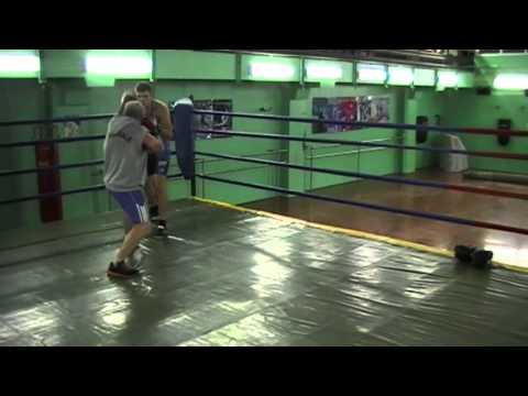 Бокс, удары с обманными движениями. | Boxing, strikes deceptive movements.