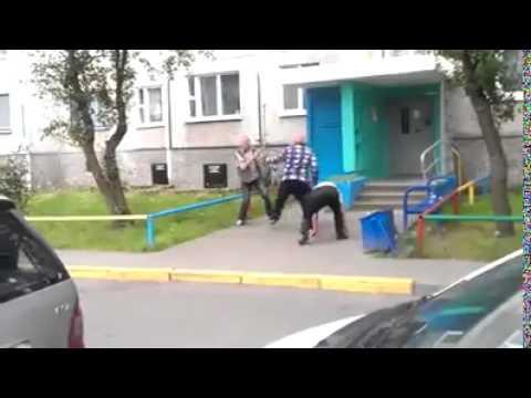 Tuča penzionera na ulici!!!
