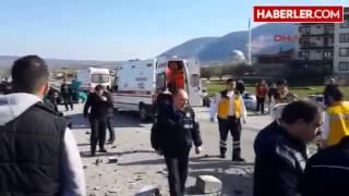 Kırkağaç Kavşakta İki Otomobil Çarpıştı  1'i Hamile 7 Yaralı