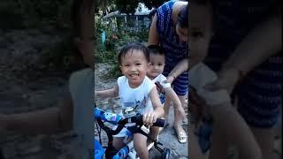 Đồ Chơi Trẻ Em - Bé Vy Sang Chơi Nhà Bạn Xem Các Bạn Chạy Xe Đạp - Like Vy Vlog Baby Kid TV