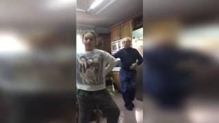 download lagu Abuelo Se Burla De Niña Bailando Despacito De Luis gratis