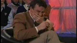 Hollndischer Moderator bekommt Lachanfall D