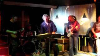 Watch ZZ Top Pan Am Highway Blues video