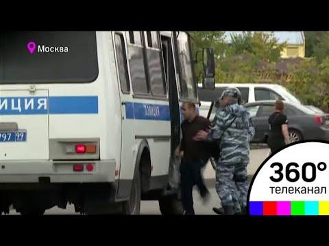 Около 200 человек требуют разобраться во вчерашнем избиении мигранта в ТЦ Москва