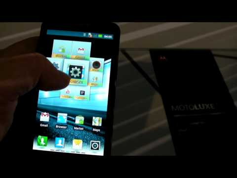Motorola Motoluxe hands-on (8)