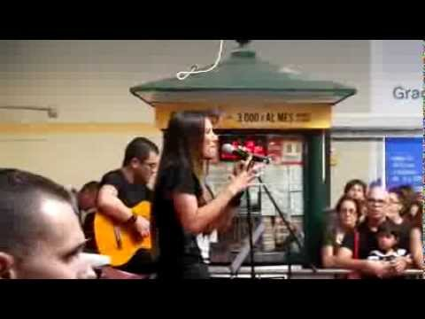 India Martínez - Acústico + Firma (Carrefour Macarena) - 10/10/2013 - La vida pasajera