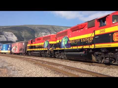 Tren Navideño de KCSM (KCSM Holiday Train 2014) GP22ECO-M 2402 y 2404
