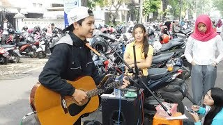 Download Lagu Asal Kau Bahagia- Pengamen Ganteng ini Di Kerubunin Cewek cewek Gratis STAFABAND