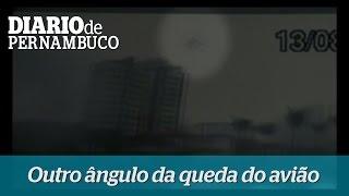 C�mera mostra outro �ngulo da queda da aeronave em Santos