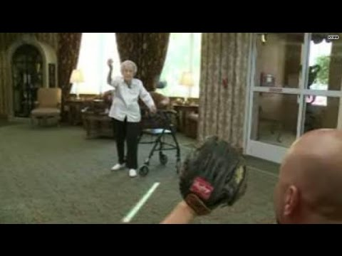 105-year-old's to throw first pitch at Padres' game