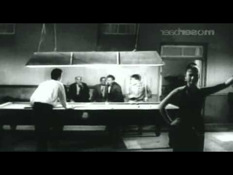 KAAGAZ KE PHOOL (1959) ham tum jise kehta hai shaadi Rafi S...