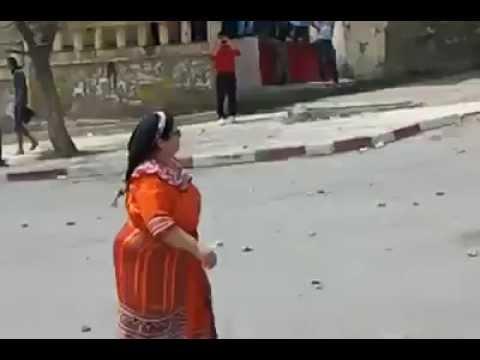 Tizi Ouzou: 20 Avril 2014,Une femme Kabyle courageuse face à la police de Bouteflika!