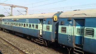 BREATHTAKING NECK TO NECK PARALLEL ACTION WITH SEALDAH AJMER EXPRESS
