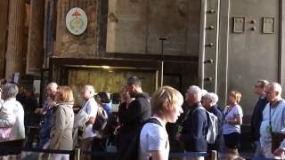 slow motion people flowing around the pantheon
