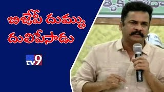 Hero Sivaji attacks BJP in Vijayawada meet || AP special status