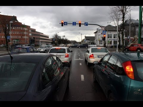 Vairuotojų pažeidimas važiuojant per atnaujintą šviesoforinę sankryžą Savanorių prospekte
